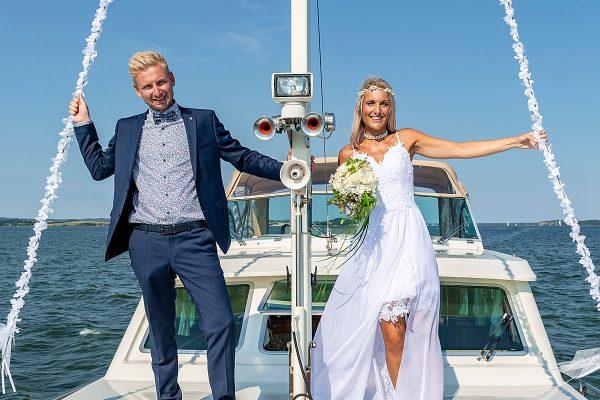 Hochzeitspaar heiratet auf der MS Darie im Ostseebad Sellin auf Rügen