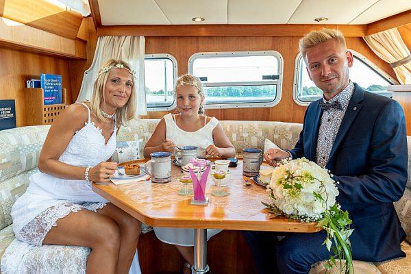 Essen nach der Trauung auf Wasser mit der MS Darie vom Photohaus Knospe im Ostseebad Sellin auf Rügen
